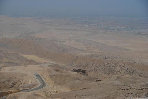 Góra Hefeet, na granicy z Omanem. Liczy 1249 metrów i jest niesłusznie uważana za najwyższe wzniesienie Emiratów (wyższa jest góra Jais w Ras-Al-Chajma)