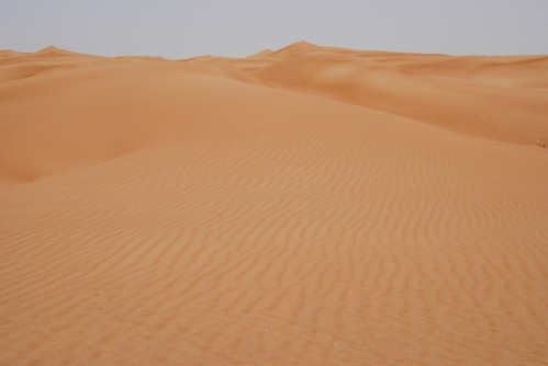 Tylko piach. Suchy piach. I porażający upał